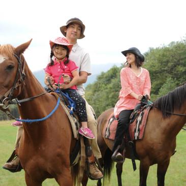 家族みんなで乗馬体験