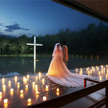 一生の思い出を演出する水の教会